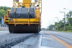 Arbetande maskin för vägkonstruktion royaltyfri fotografi