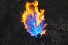 Arbetararbete med en gasgasbrännare fotografering för bildbyråer