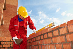 arbetare för murarekonstruktionsmason arkivfoton
