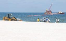 arbetare för oljeseashorespill Royaltyfri Foto