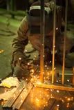 arbetare för svetsning för konstruktionsmetallproduktion Arkivfoton