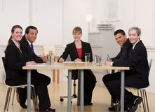 arbetare för tabell för co-konferens sittande Arkivbilder