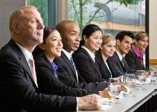 arbetare för tabell för lokal för co-konferensmöte Arkivfoton