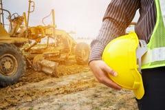 Arbetare för tekniker för konstruktion för affärsman på byggnadsplatsen Royaltyfri Bild