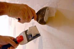 arbetare för vägg för konstruktionskniv ny spackling Arkivbild