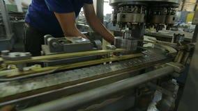 Arbetare i fabriken arkivfilmer