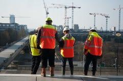 Arbetare i konstruktionsplats in Arkivbild