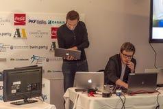 Arbetare med datoren Arkivfoto