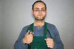 Arbetare med instrument Royaltyfri Foto