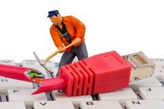 Arbetare nätverkskontaktdon, tangentbord fotografering för bildbyråer
