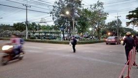 Arbetare som hem går efter arbetsdags royaltyfri bild