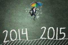 Arbetare som hoppar det ovannämnda numret 2014 till 2015 Royaltyfri Bild
