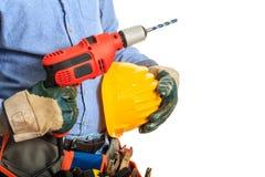 Arbetare som rymmer en elektrisk drillborr Arkivbild