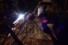Arbetare-welder svetsningsmetall Fotografering för Bildbyråer