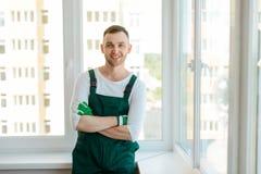 Arbetaren tillfredsställs med jobb arkivbilder