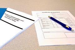 Arbetarkompensationspolitik och certifikat av försäkring fotografering för bildbyråer