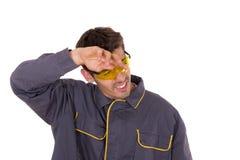 Arbetarwipes som svettas från hans krön Arkivfoton