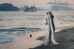 Arbete för fortKochi fiskare royaltyfri fotografi