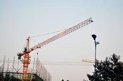 Arbete för kran för konstruktionsplats fotografering för bildbyråer