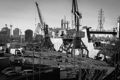 Arbete i en port arkivfoto