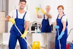 Arbete i köket arkivfoto