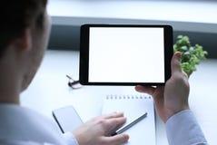 Arbete med tableten man Royaltyfri Bild
