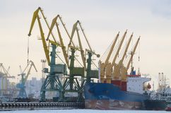 Arbete på hamnstaden Royaltyfria Bilder