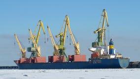 Arbete på hamnstaden Royaltyfria Foton