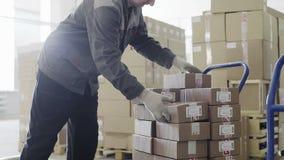 Arbete på materiel Beställning för vagn arkivfilmer