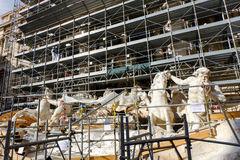 Arbeten av omstruktureringen av Trevi-springbrunnen i Rome Royaltyfria Foton
