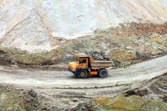 Arbeten för tungt maskineri i industriellt villebråd royaltyfri foto
