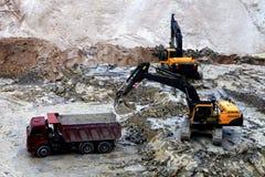 Arbeten för tungt maskineri i industriellt villebråd royaltyfria foton