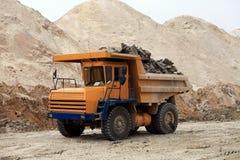 Arbeten för tungt maskineri i industriellt villebråd arkivfoton
