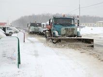 Arbeten för utrustning för snöborttagning Fotografering för Bildbyråer