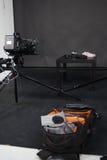 Arbetet av en videokamera i studion Royaltyfri Bild