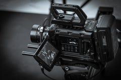 Arbetet av en videokamera i studion royaltyfria bilder