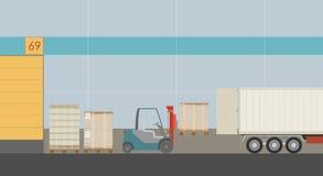 Arbetet på den logistiska mitten med gaffeltrucken som laddar en lastbil med gods stock illustrationer