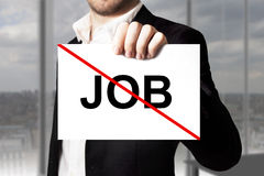 Arbetslöst för tecken för affärsman hållande korsat ut jobb Fotografering för Bildbyråer