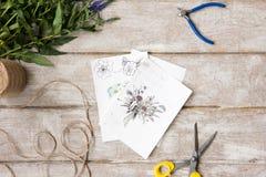 Arbetsplats av dekoratören, blomsterhandlare Sketch av buketten Royaltyfri Bild