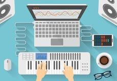 Arbetsplats av för konstnärFlat för modern musik illustrationen design av den idérika processen för dj Arkivfoto