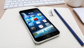 Arbetsplats med den moderna mobiltelefonen Royaltyfri Foto
