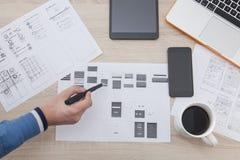 Arbetsplatsbärare av mobila applikationer Arkivfoton