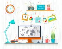 Arbetsställe av formgivare-illustratören Arkivfoto