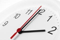 Arbetstid för affär för visning för klockaframsida Arkivfoton