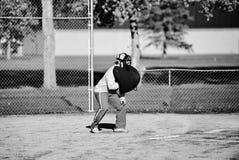 Arbitre adolescent se tapissant vers le bas Photo libre de droits