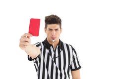 Arbitre sévère montrant la carte rouge images libres de droits