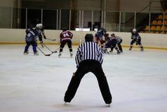 Arbitro del hockey su ghiaccio Fotografia Stock