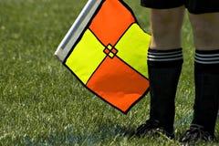 Arbitro di calcio con la bandierina Fotografia Stock