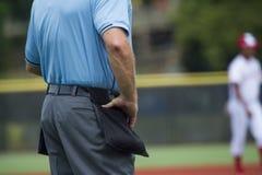 Arbitro di piatto sul campo di baseball, spazio della copia fotografia stock libera da diritti