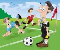 Arbitro e giocatori di gioco del calcio Immagini Stock Libere da Diritti
